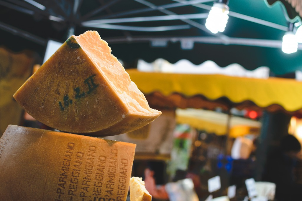 foodiesfeed.com_piece-of-gouda-cheese